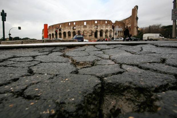 Strade di Roma. Manto stradale dissestato dopo il maltempo